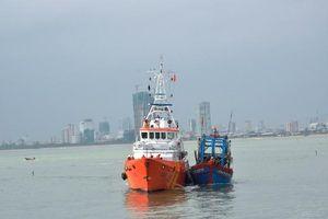 Cứu nạn thành công 6 ngư dân Quảng Nam