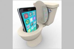 Tác hại nguy hiểm khi sử dụng điện thoại trong nhà vệ sinh