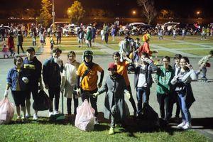Phượt thủ dọn sạch rác ở quảng trường Lâm Viên - Đà Lạt