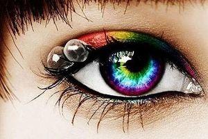 Làm đẹp mắt nhờ kính áp tròng: Độc + Lạ + Đẹp + Rẻ = Mù mắt