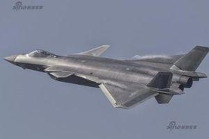 Soi 'áo mới' lạ của chiến đấu cơ J-20 Trung Quốc