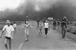 Ảnh để đời về chiến tranh Việt Nam của Nick Út (2)