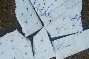 Đóng đinh vít vào xốp rải trắng đường để hại tài xế đối phương