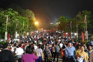 Biển người về Lễ hội Đền Hùng 2017 trong đêm