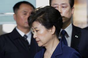 Luật sư mâu thuẫn, bà Park sa thải 7/9 người