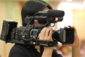 Cấm cán bộ quay phim, chụp hình: Chủ tịch huyện phân trần