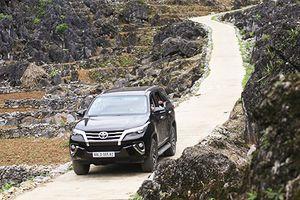 Cầm lái SUV bán chạy nhất Việt Nam - Toyota Fortuner 2017