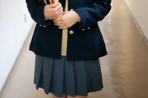 Hiệu trưởng khen nam sinh dũng cảm mặc váy đến trường