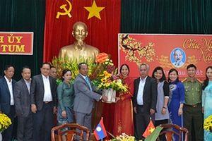 Đoàn cán bộ cấp cao tỉnh Attapư (Lào) thăm, chúc tết tỉnh Kon Tum