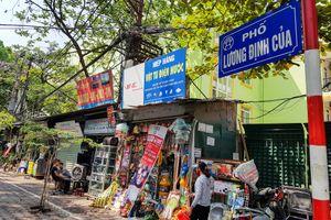 Dãy cửa hàng siêu nhỏ tồn tại 30 năm ở Hà Nội