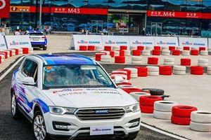 Microsoft 'bắt tay' đối thủ Trung Quốc trong cuộc đua xe tự lái