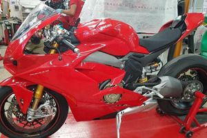 Siêu môtô Ducati V4 Panigale 'lộ hàng' trước ngày ra mắt