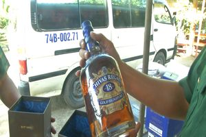 BĐBP Quảng Trị thu giữ số lượng lớn rượu ngoại và đường trắng nhập lậu