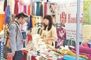 Tìm hướng xuất khẩu sản phẩm thủ công mỹ nghệ