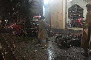 Thừa Thiên - Huế: Ôtô Mazda lao thẳng vào quán nhậu tông chết cựu sinh viên khoa báo
