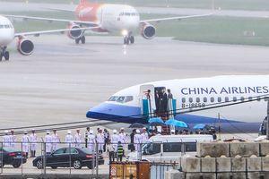 Máy bay chở đoàn Đài Loan hạ cánh xuống Đà Nẵng