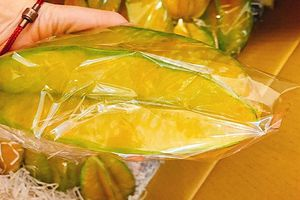 Cận cảnh trái cây khổng lồ Đài Loan gây sốt thị trường Việt