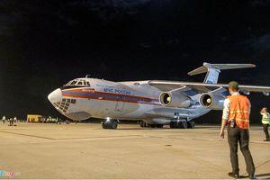 Máy bay Nga chở hàng cứu trợ cho Việt Nam hạ cánh ở Cam Ranh