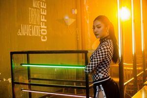 Hạnh Sino 'siêu' gợi cảm trong MV mới