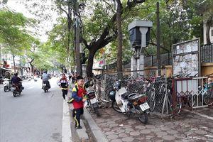 Vỉa hè ở Hà Nội bị lấn chiếm: 'Đừng làm theo kiểu 'đánh trống bỏ dùi'