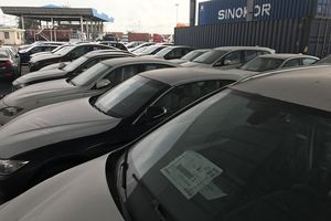 Hàng trăm xe sang BMW phơi nắng mưa ngoài cảng