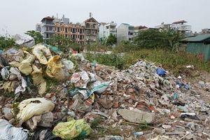 Đầm Hồng (Thanh Xuân, Hà Nội) ngập trong rác thải