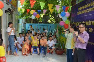 Buổi lễ 20-11 đặc biệt của trường chuyên biệt