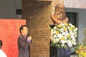 Nghẹn ngào triển lãm 'Dấu ấn' về thầy Văn Như Cương nhân ngày 20/11