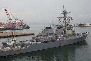 Chiến hạm Mỹ va chạm với tàu kéo Nhật Bản