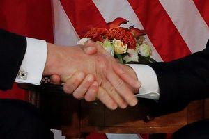 Tổng thống Mỹ Donald Trump và những cú bắt tay 'khác người'