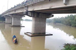 Nam sinh lớp 11 nhảy sông tự tử ở Quảng Nam