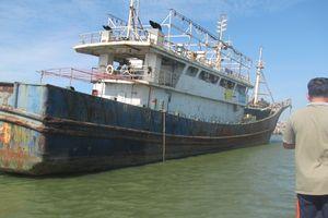 Cận cảnh 'tàu ma' Trung Quốc
