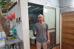 Phường Kim Mã: Yêu cầu phá dỡ nhà vệ sinh dù được dựng trên đất có 'sổ đỏ'?