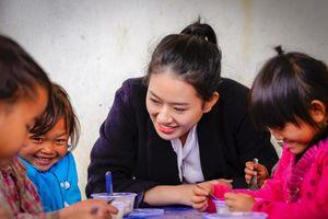 Á khôi Miss Photo 2017 Thạch Thảo đến với trẻ em nghèo ở Tây Bắc