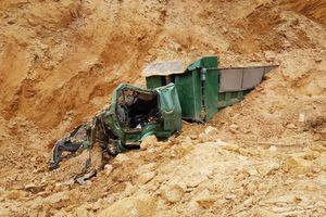 Sập mỏ đất, tài xế bị vùi lấp tử vong