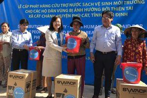 Unicef cấp phát bình lọc nước sạch cho người dân vũng lũ tỉnh Bình Định