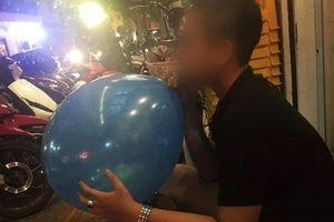 Nam thanh niên bị ngộ độc khí N2O do lạm dụng hít bóng cười