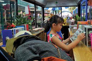 Xe buýt kết nối tình yêu sách