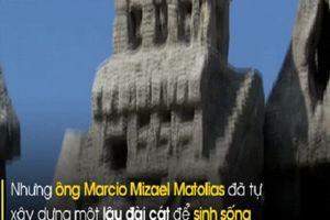Kỳ lạ 'đức vua không ngai' sống hơn 20 năm trong lâu đài cát