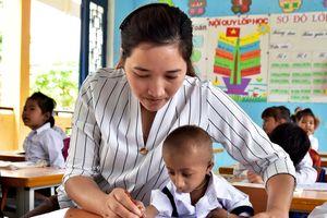 'Điểm tựa' cho hàng trăm học sinh nghèo, mồ côi ở vùng cao Quảng Ngãi