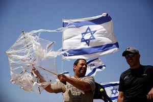 Người Palestine tung diều lửa đối đầu máy bay không người lái Israel