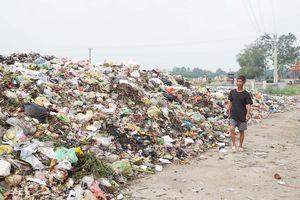 Bãi rác tự phát hành hạ người dân