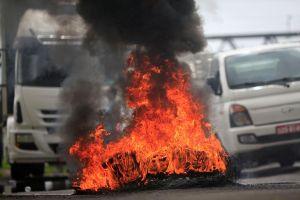 Tài xế xe tải biểu tình làm tê liệt Brazil, chính phủ điều quân