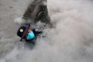 Núi lửa ở Guatemala phun trào gây bụi diện rộng