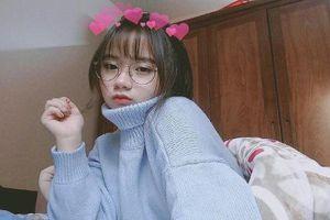 Lỡ đeo kính xinh quá mức, thiếu nữ Sài Gòn trả lời tin nhắn 'gẫy tay'
