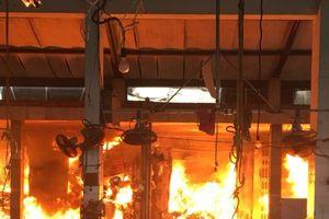 Cháy lớn ở chợ Sóc Sơn do chập điện