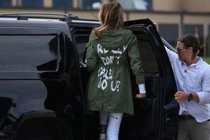 Melania Trump mặc áo 'không quan tâm' khi thăm trẻ nhập cư
