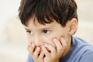 Trẻ ít nói có phải tự kỷ?