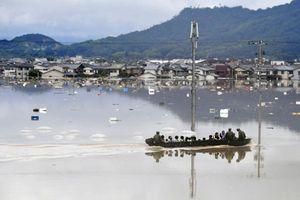 Hình ảnh mưa lũ lịch sử nhấn chìm Nhật Bản, làm hơn 100 người chết và mất tích