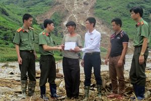 Báo CAND và Agribank hỗ trợ người dân vùng lũ Hà Giang 200 triệu đồng